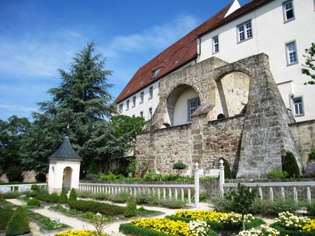 Schloss Leonberg mit Pomeranzengarten
