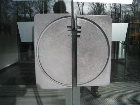 """Original Tür""""knauf von 1956. Zugleich Logo, das erst jetzt aufgefrischt wurde."""